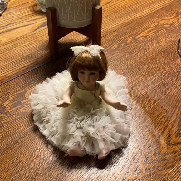 Marie osmond ballet porcelain doll  just sat